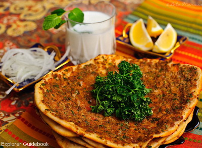 Makanan khas Turki lahmacun pizza turki Turkish pizza