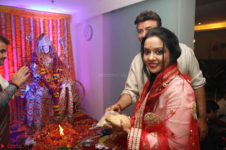 Sachin Tendulkar with his wife at Mata ka Jagrata hosted by Anu Malik 27.JPG