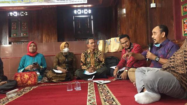 Drs. Teguh Hidayat, M.Hum, Kepala BPCB Sumbar saat bicara pada diskusi Grand Design Pemajuan Kebudayaan Nagari Koto Gadang Koto Anau, Sabtu 3 April 2021. (Dok. Istimewa)
