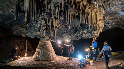 Estalagmitas en la cueva de Cerdeña.