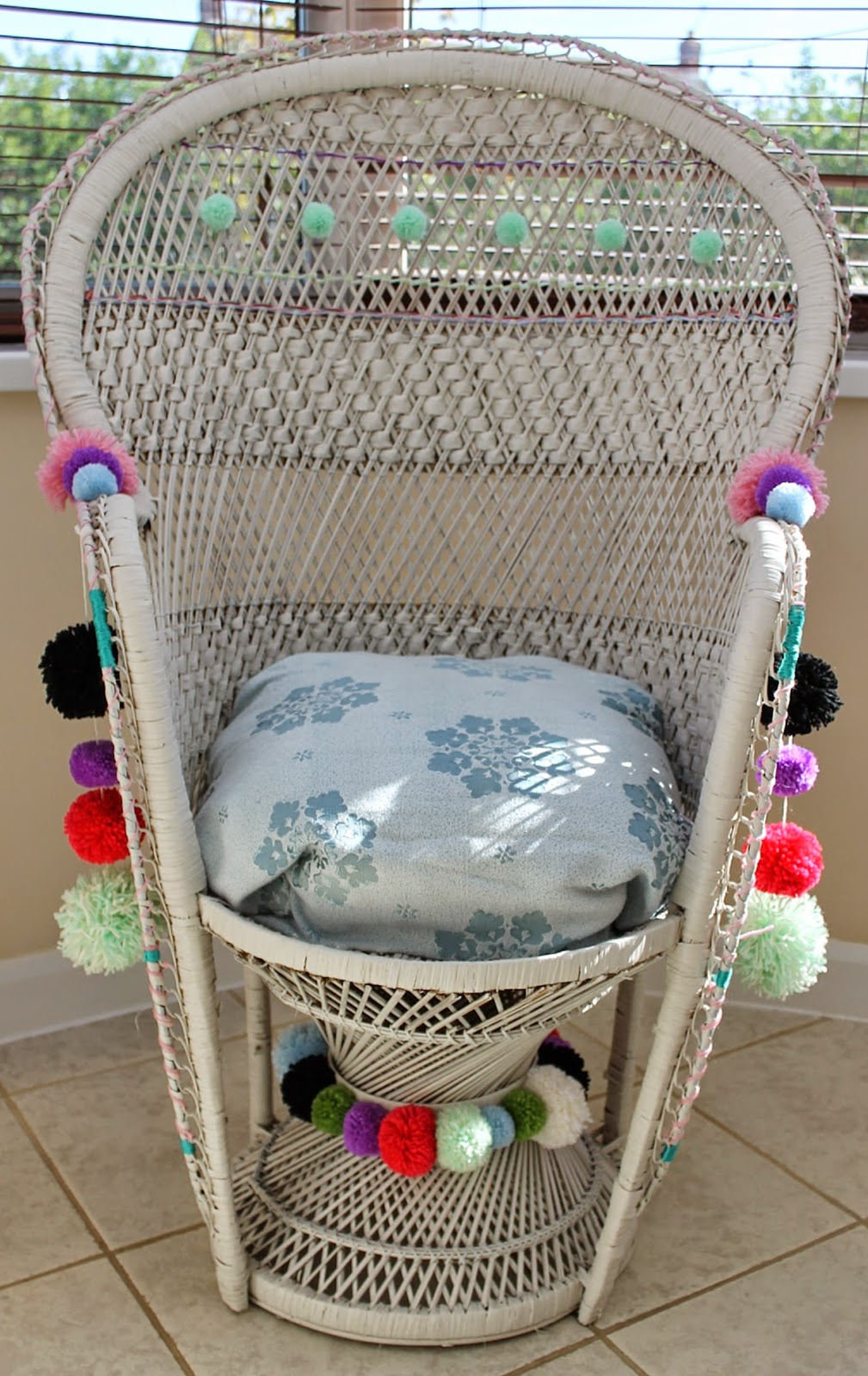 DIY Pom Pom Peacock Chair // RENIQLO