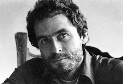 """Theodore Robert Bundy, mais conhecido pela alcunha de """"Ted Bundy"""" (Burlington, 24 de novembro de 1946 — Starke, Condado de Bradford, 24 de janeiro de 1989) foi um notório assassino em série americano que sequestrou, estuprou e matou várias mulheres jovens na década de 1970 ou antes. Após quase uma década de negação, antes de sua execução em 1989, ele confessou trinta homicídios em sete estados de 1974 a 1978. O real número de vítimas, contudo, pode ser bem maior."""