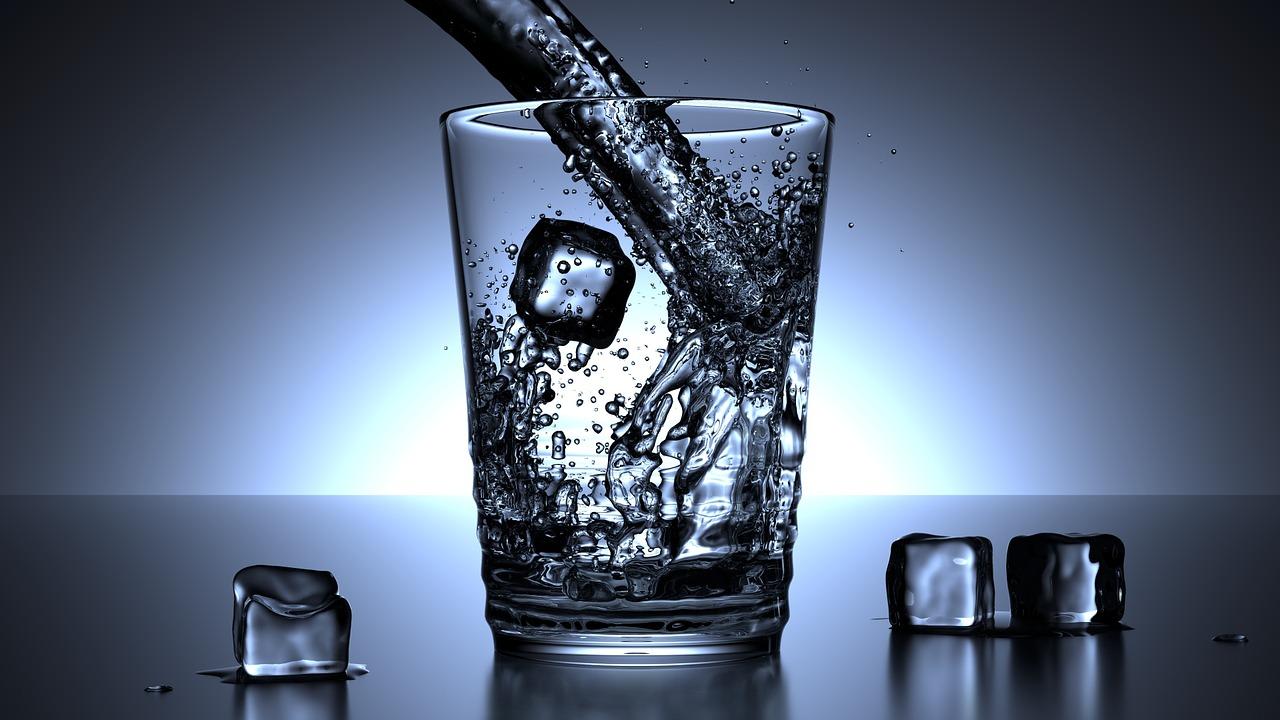 عضلات البطن وشرب الماء