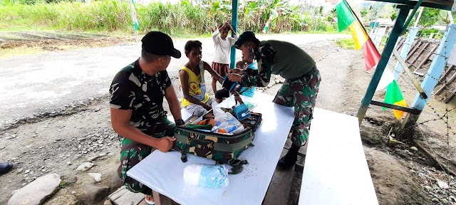 SATGAS PAMTAS RI-PNG YONIF RAIDER 100/PS LAKSANAKAN PELAYANAN   KESEHATAN MASYARAKAT  KAMPUNG BANDA