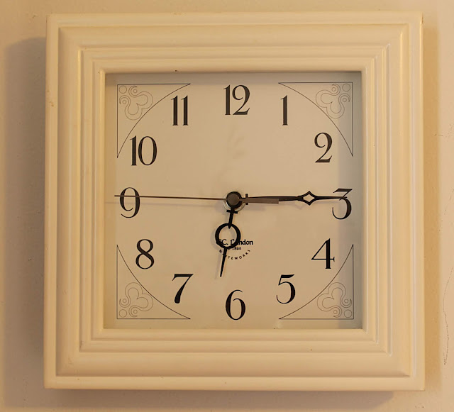 upcycle-a-square-clock-into-a-frame-lovemysimplehome.com