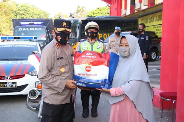 Polda Kepri dan Polresta Barelang Gelar Bakti Sosial Serentak Seluruh Polda Se-lndonesia Dalam Rangka Bantuan PPKM Darurat