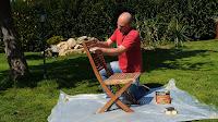 Lijar todas las superficies de la silla de teca. http://www.enredandonogaraxe.com
