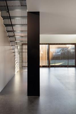 Arquitectura actual en Suecia. Cabaña de diseño contemporáneo.
