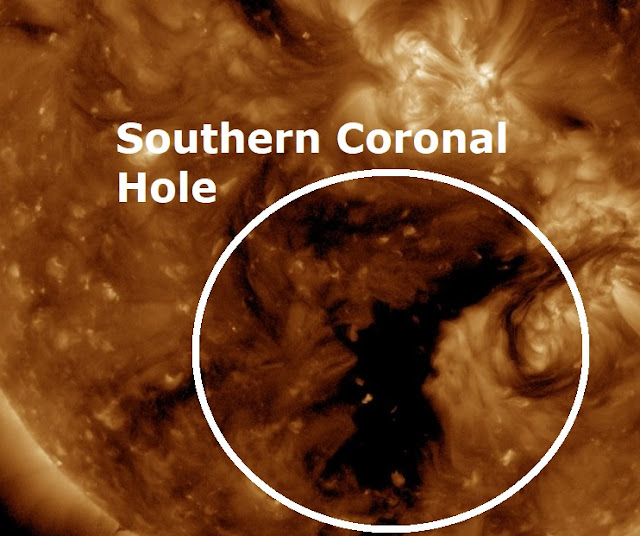 A massive Coronal Hole opens up on the southern area of the Sun's atmosphere facing Earth Naamloos