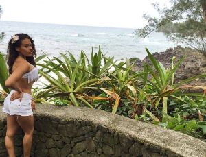 Foto Thea Trinidad seksi wanita