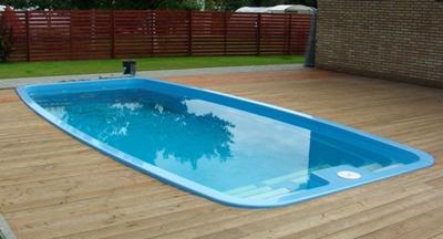 kolam renang berbahan plastik