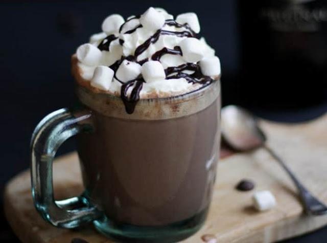 Bourbon Spiked Hot Chocolate #drinks #hotchocolate