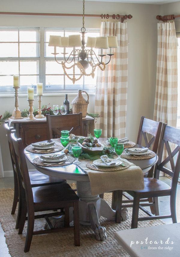 Benjamin Moore Edgecomb Gray dining room