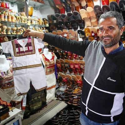 Vendedor de vestidos en Djerba