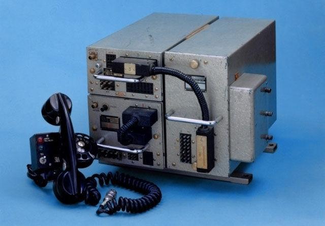 Primeiro aparelhos de telefone celular lançado em 1956