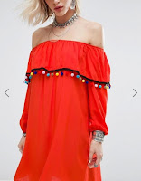 http://www.asos.fr/glamorous/glamorous-robe-a-epaules-denudees-et-bordee-de-pompons/prd/7749272?iid=7749272&clr=Rouge&SearchQuery=&cid=8799&pgesize=204&pge=1&totalstyles=8581&gridsize=4&gridrow=37&gridcolumn=3