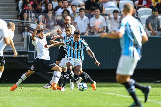 7069da9332d99 Corinthians de virada vence amistoso contra Grêmio em São Paulo ...