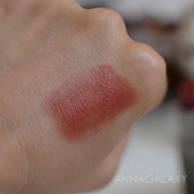Свотч на руке Губная помада Inglot Q-lipstick 40