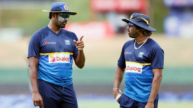 Minister stops Sri Lanka team at BIA