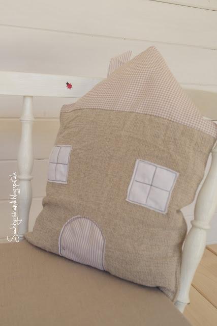Süßes kissen fürs Kinderzimmer in Hausform