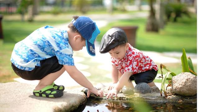 bermain bersama teman