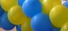 Ballongirlande in den Nationalfarben erstellen.