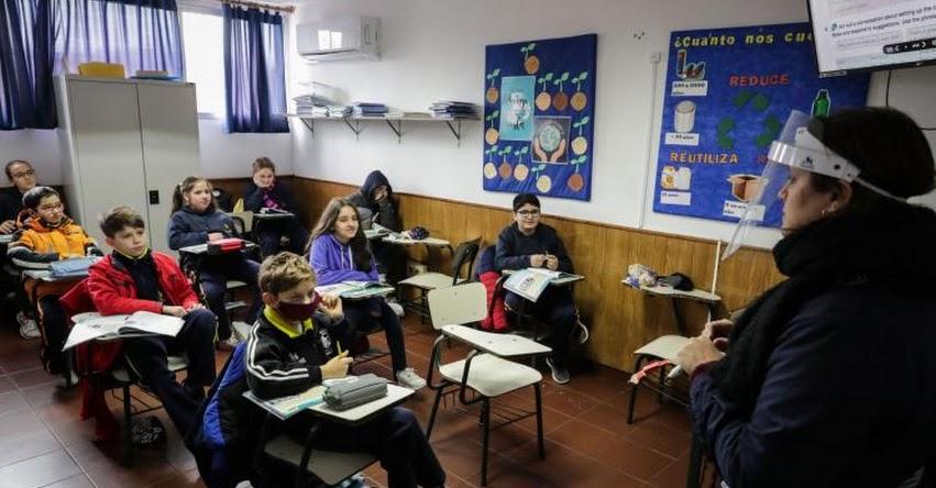Colegios de Uruguay retornan a clases presenciales