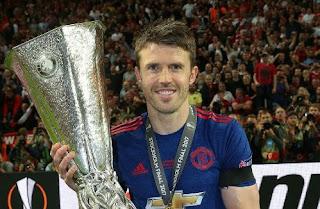 Manchester United Perpanjang Kontrak Michael Carrick & Antonio Valencia