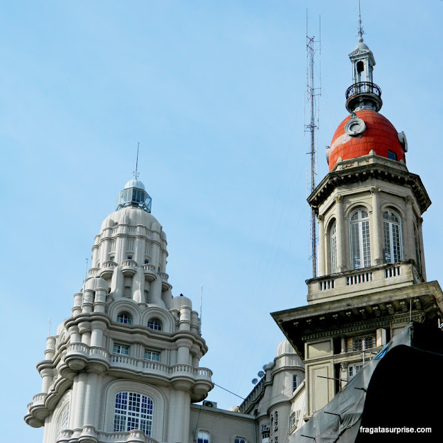Cúpulas do Palácio Barolo e do Edifício de La Inmobiliaria, na Avenida de Mayo, Buenos Aires