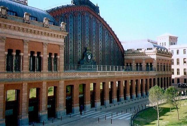 10 of the most beautiful stations in the world,train