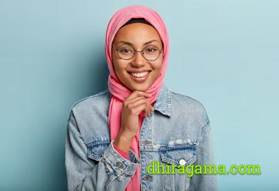 Hadits Tentang Senyum dan Manfaat Tersenyum