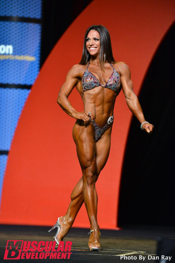 Oksana Grishina, atleta Fitness, se apresenta no palco do Mr. Olympia 2015. Foto: Dan Ray