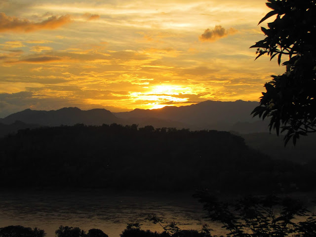 sunset mount phou si luang prabang laos