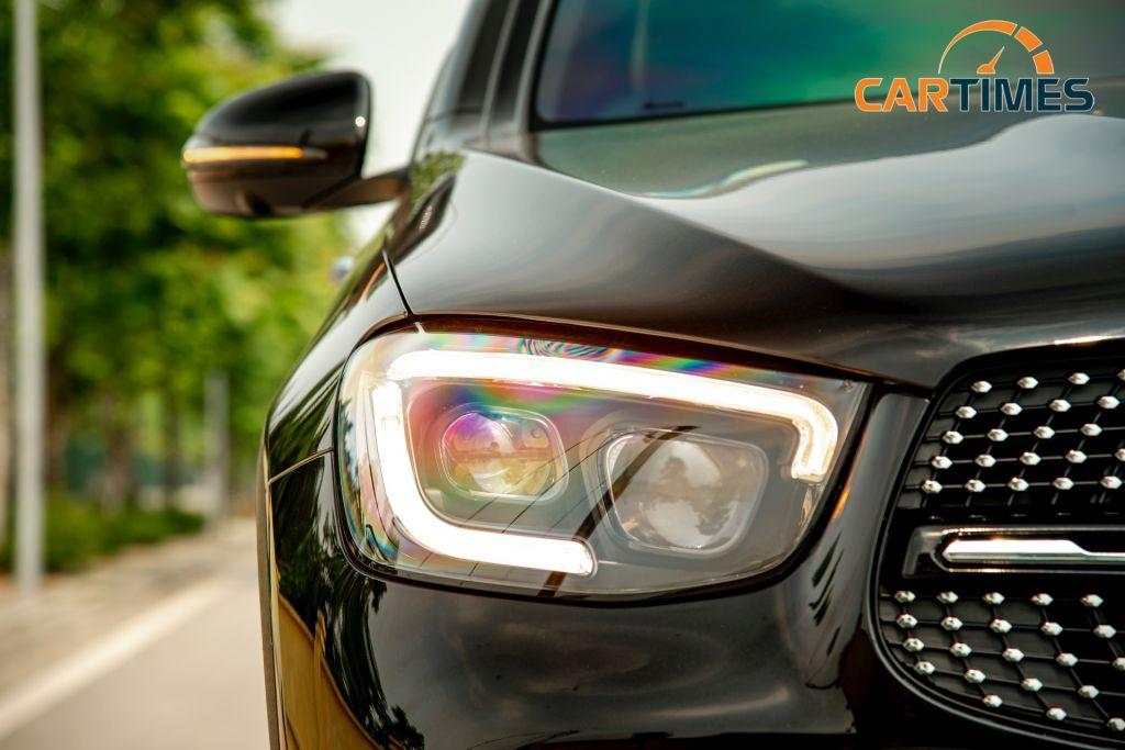 Mercedes-Benz GLC 300 2020 nhập khẩu hiếm hoi trên thị trường xe 'lướt', giá bán ngang xe mới