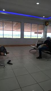 Bandara masih sepi