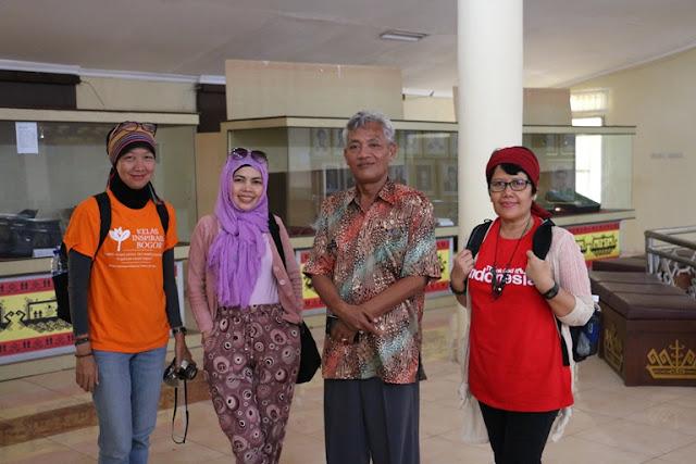 Bersama Kepala Seksi Pelayanan Museuma Nasional Ketransmigrasian, Eko Sunu Prasetiya
