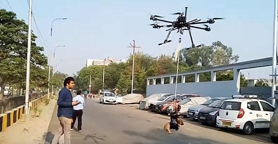 Drone modificado salva cachorro preso em córrego e vira sensação na Índia