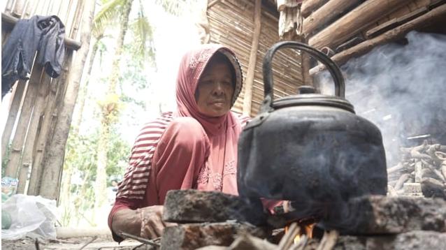30 Tahun Tinggal di Gubuk Reyot, Nenek Ini Tak Pernah Dapat Bantuan Pemerintah