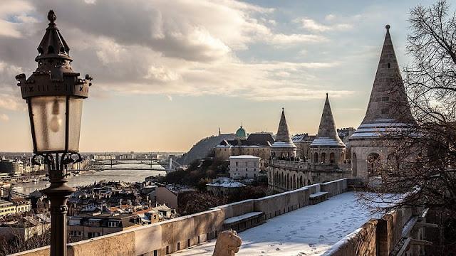 Salah satu kastil yang ada di Budapest Hongaria saat musim dingin