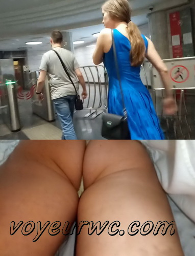 Upskirts 4560-4569 (Secretly taking an upskirt video of beautiful women on escalator)