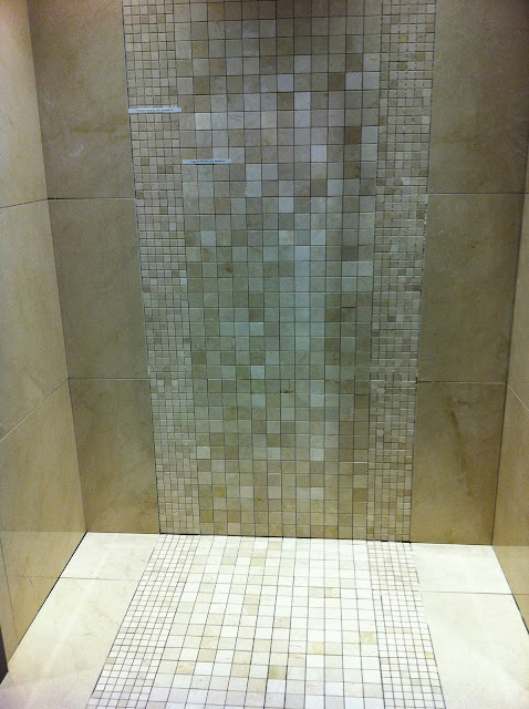 To Da Loos Crema Marfil Tiles A Pretty Amp Simple Design For The Shower