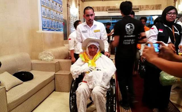 Allahu Akbar, Jamaah Haji Ini Sembuh Dari Kaki Lumpuh Setelah Wajahnya Cium Aspal di Makkah