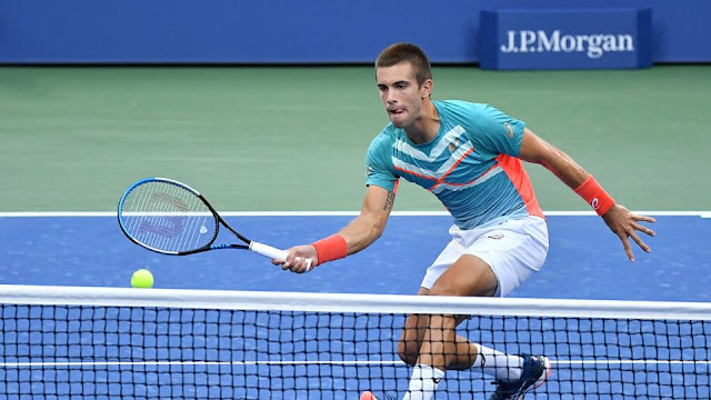 Tenista croata acerta drop shot em jogo das oitavas do Grand Slam em Nova York