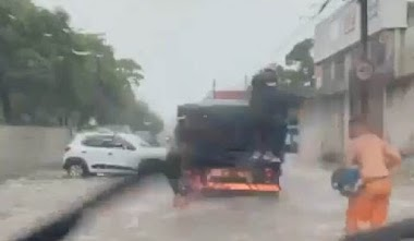 Flagrante: Ladrões aproveitam temporal no Recife para roubar botijões de gás