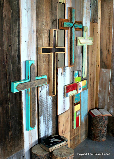 cross, rustic decor, reclaimed wood, barn wood, salvaged wood wall, staging photos,http://bec4-beyondthepicketfence.blogspot.com/2016/02/more-rustic-crosses-and-finding-waldo.html