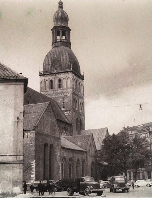 1964 год. Рига. На площади 17 Июня