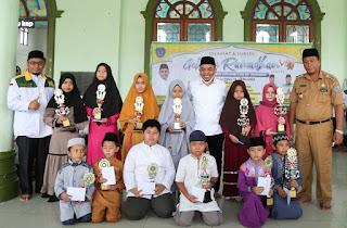 Bupati Andi Serahkan Hadiah Kepada Pemenang Gebyar Ramadhan