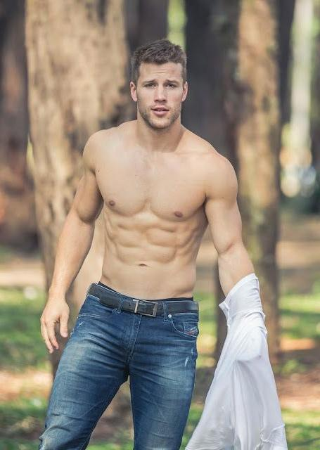 sexy-fit-blond-boy-taking-shirt-off