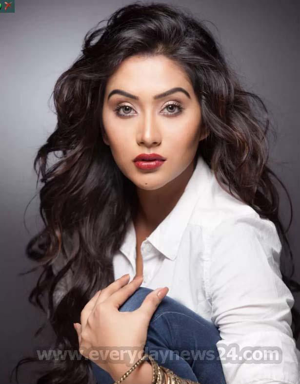 জনপ্রিয় টিভি অভিনেত্রী মম বললেন 'আমি আমার ইচ্ছার বাদশা'
