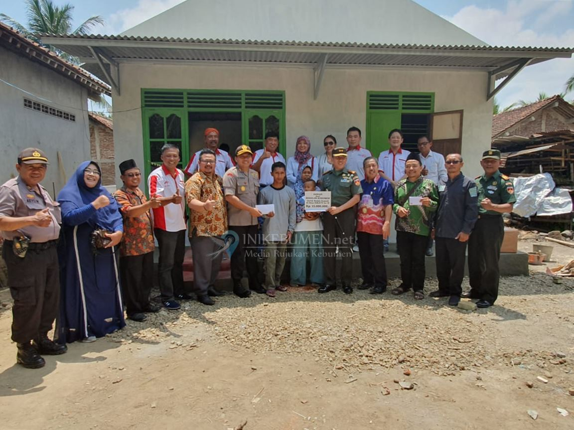 Selesai Diperbaiki, Sedulur Kebumen Serahkan Tiga Rumah ke Pemiliknya